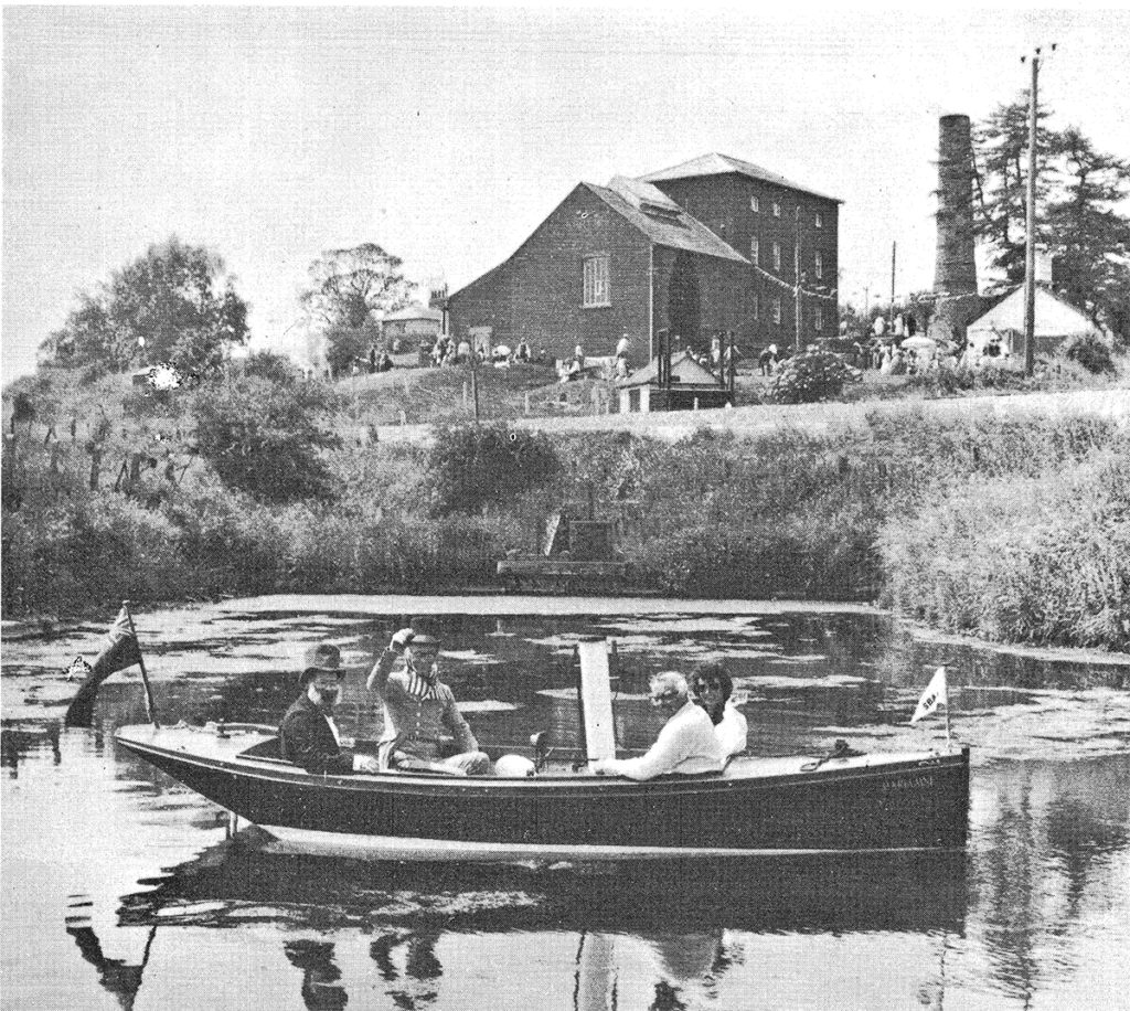 A boat on the canal at Crofton